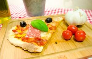 Mozzarellapizza med salami