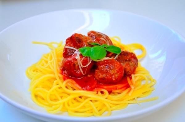 Köttbullar i tomatsås