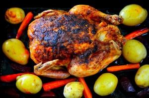 Fylld hel kyckling med primörer