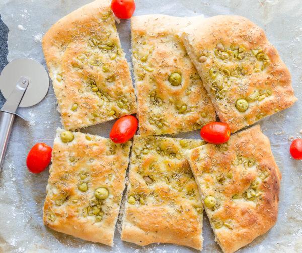 Foccacia med oliver och rosmarin