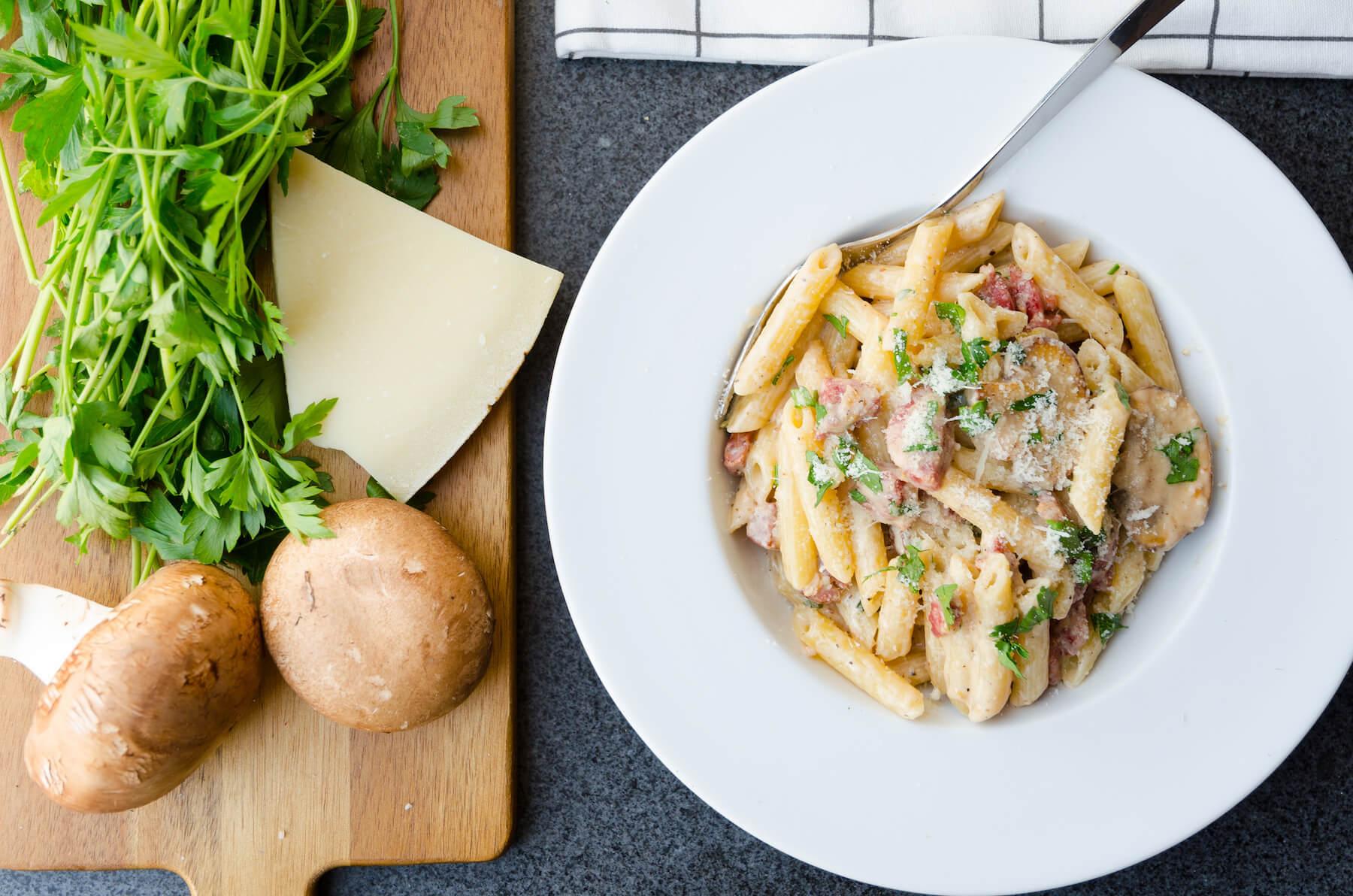 Krämig pasta med korv