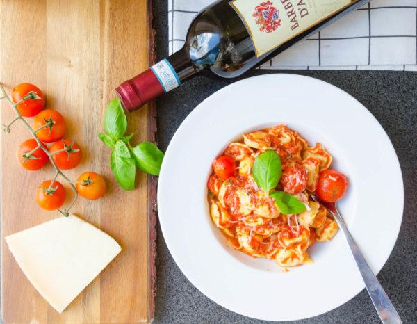 Tortellini i tomatsås
